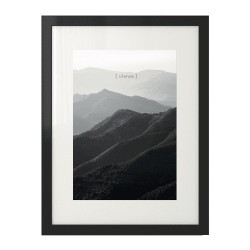 """Czarno-biały plakat fotograficzny z górami i napisem """"Silence"""""""