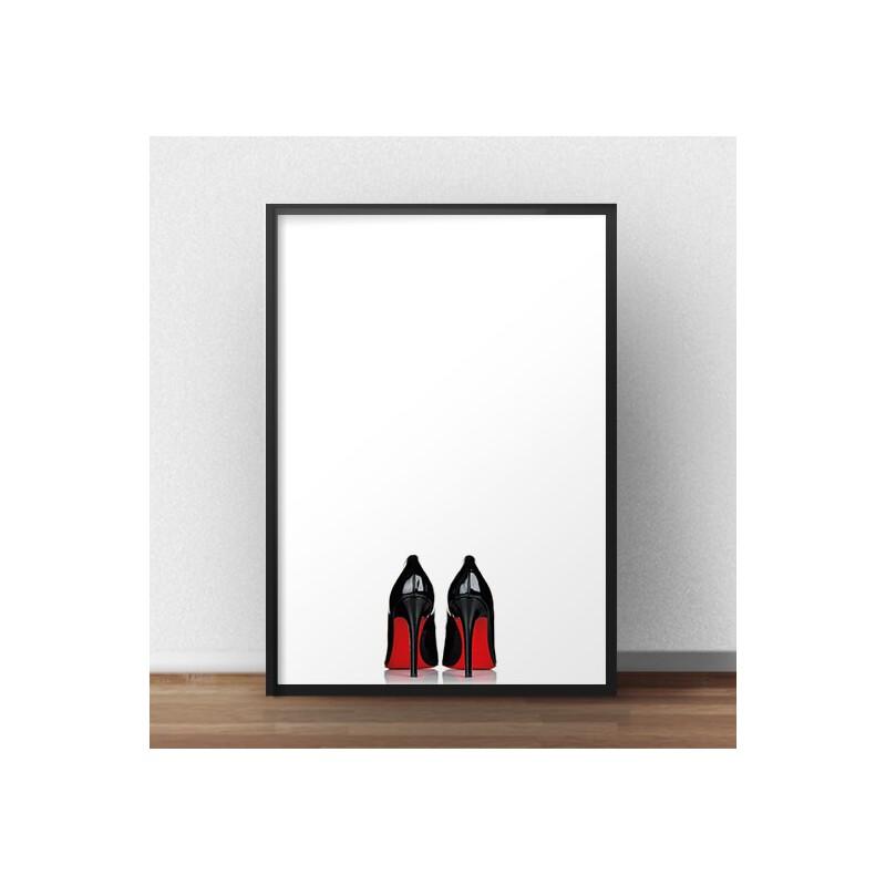 Plakat typu fashion i glamour przedstawiający czarne szpilki z czerwoną podeszwą