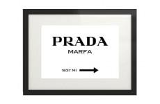"""Plakat na ścianę """"Prada - Marfa"""" w wersji poziomej oprawiony w ramę z passepartout"""