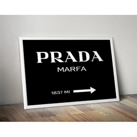 """Czarny plakat z napisem """"Prada - Marfa"""""""