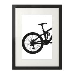 Czarno-biały plakat z fragmentem roweru enduro downhill