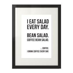"""Plakat na ścianę do kuchni z napisem """"I drink coffee every day"""" w czarnej ramie w wersji z białym tłem"""