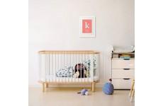 Wizualizacja plakatu z metryczka w białej ramie dla dziecka w pokoju dziecięcym