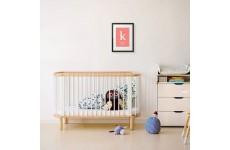 Wizualizacja plakatu z metryczka w czarnej ramie dla dziecka w pokoju dziecięcym