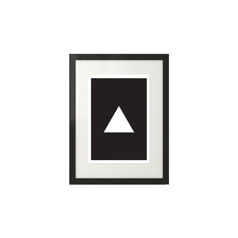 Plakat z białym trójkątem na czarnym tle