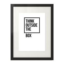 """Motywacyjna czarno-biała grafika z napisem """"Think outside the box"""" na białym tle"""