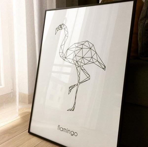 Biało-czarny plakat z geometrycznym flamingiem
